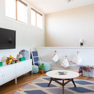 Inspiration för stora maritima barnrum, med flerfärgade väggar