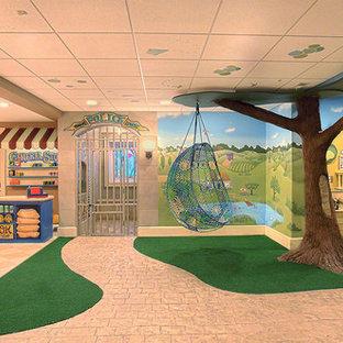 Esempio di una grande cameretta per bambini eclettica con pareti multicolore