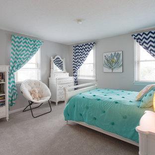 ブリッジポートの中サイズのトランジショナルスタイルのおしゃれな子供部屋 (グレーの壁、カーペット敷き、ティーン向け) の写真