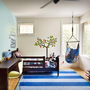Неиссякаемый источник вдохновения для домашнего уюта: детская в современном стиле с спальным местом и разноцветными стенами для ребенка от 1 до 3 лет, мальчика