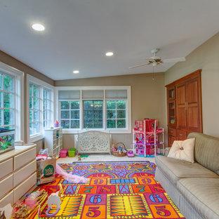 Inspiration för ett stort vintage barnrum, med travertin golv