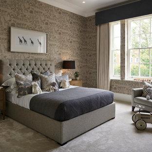 Aménagement d'une chambre d'enfant de 4 à 10 ans contemporaine de taille moyenne avec moquette, un sol gris et un mur marron.