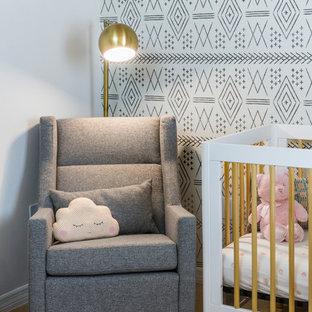 Cette image montre une chambre d'enfant de 1 à 3 ans design de taille moyenne avec un mur blanc, un sol en carrelage de porcelaine et un sol orange.