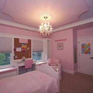 Immagine di una cameretta per bambini da 4 a 10 anni design di medie dimensioni con pareti rosa e moquette