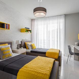 Ispirazione per una piccola cameretta per bambini da 4 a 10 anni minimal con pareti grigie e pavimento in gres porcellanato