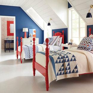 Foto de dormitorio infantil clásico con paredes azules, suelo de madera pintada y suelo blanco