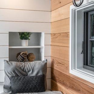 Cette image montre une grande chambre d'enfant de 4 à 10 ans design avec un mur marron, moquette et un sol gris.