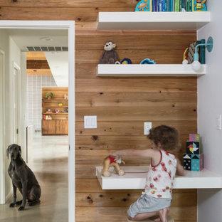 Idée de décoration pour une chambre d'enfant de 4 à 10 ans vintage avec un mur blanc, béton au sol et un sol gris.