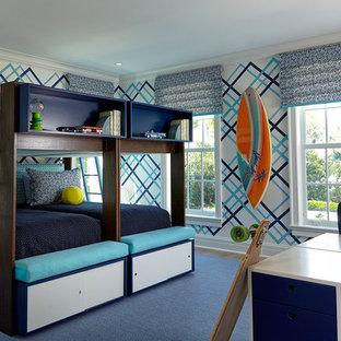Inspiration för exotiska pojkrum kombinerat med sovrum, med ljust trägolv
