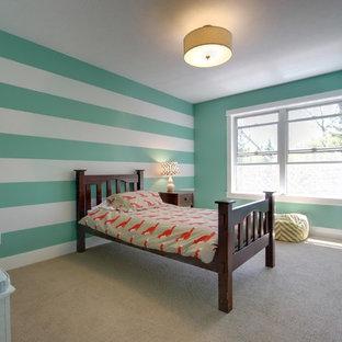 Ispirazione per una cameretta per bambini stile americano con moquette e pareti multicolore