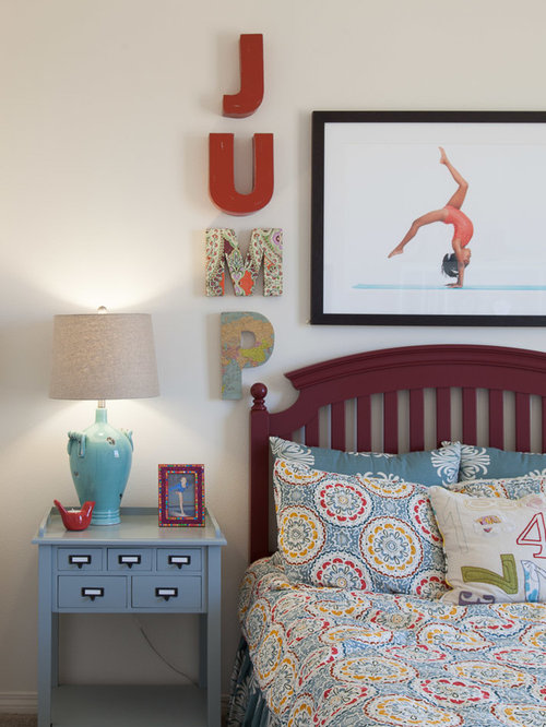 transitional teen room idea for girls in los angeles with beige walls and carpet