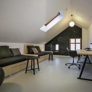 Modelo de dormitorio infantil escandinavo, grande, con escritorio, paredes blancas y suelo de linóleo