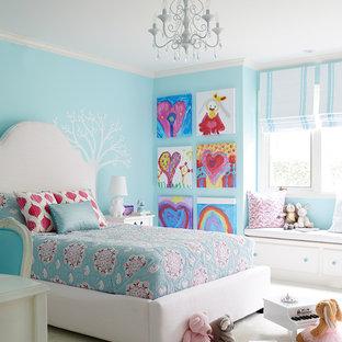 Klassisches Kinderzimmer mit Schlafplatz, blauer Wandfarbe, Teppichboden und beigem Boden in San Francisco