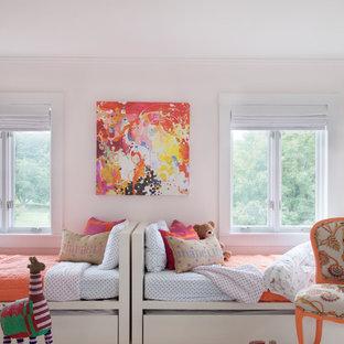 На фото: детская в стиле неоклассика (современная классика) с спальным местом, розовыми стенами и ковровым покрытием для девочки с