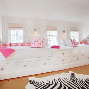 Foto de dormitorio infantil costero con paredes multicolor
