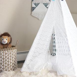 Immagine di una piccola cameretta per bambini da 1 a 3 anni moderna con pareti beige