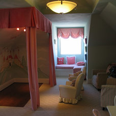 Traditional Kids Playroom / Kids Bedroom