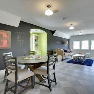 Foto di una grande cameretta per bambini da 4 a 10 anni classica con pareti multicolore e pavimento in linoleum