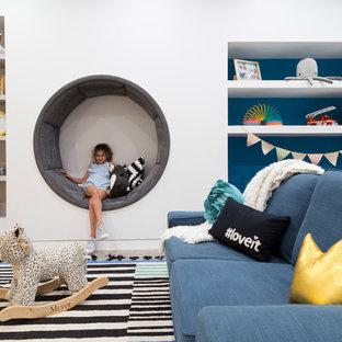 Immagine di una grande cameretta per bambini da 4 a 10 anni design con pareti bianche, pavimento in gres porcellanato e pavimento grigio