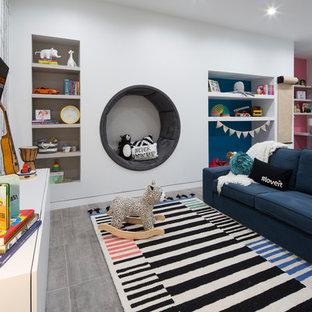 Свежая идея для дизайна: большая нейтральная детская с игровой в современном стиле с белыми стенами, полом из керамогранита и серым полом для ребенка от 4 до 10 лет - отличное фото интерьера