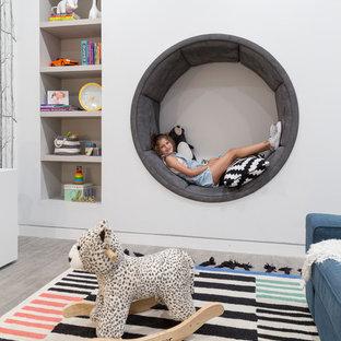 Diseño de dormitorio infantil de 4 a 10 años, contemporáneo, grande, con paredes blancas, suelo de baldosas de porcelana y suelo gris