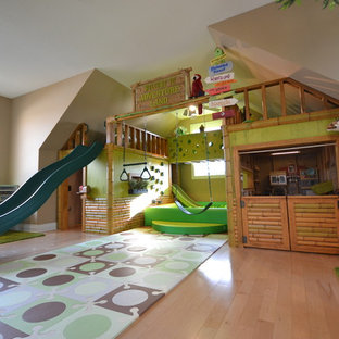 Exotisk inredning av ett barnrum kombinerat med lekrum
