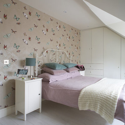 Inspiration for a contemporary girl kids' room remodel in Dublin