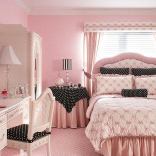 Exemple d'une très grand chambre d'enfant de 4 à 10 ans chic avec un mur rose, moquette et un sol rose.