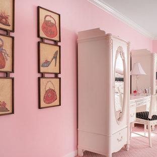 Idee per un'ampia cameretta per bambini da 4 a 10 anni tradizionale con pareti rosa e moquette