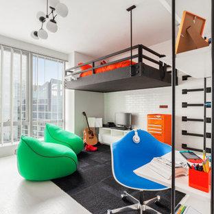 Immagine di una grande cameretta per bambini minimal con pareti bianche e pavimento bianco