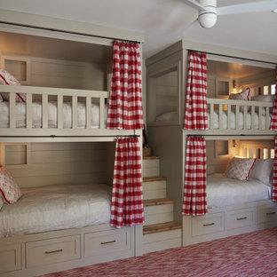 На фото: детская в стиле кантри с спальным местом, коричневыми стенами, ковровым покрытием и красным полом для ребенка от 4 до 10 лет, девочки