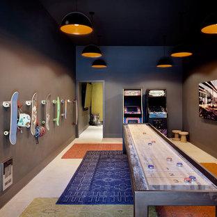 Aménagement d'une salle de jeux d'enfant industrielle avec un mur marron.