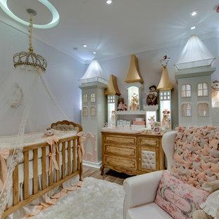 Idéer för ett mellanstort klassiskt barnrum kombinerat med sovrum, med vinylgolv och flerfärgade väggar