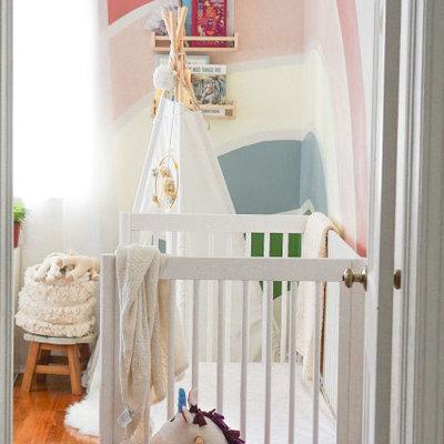 Small minimalist gender-neutral playroom photo in Jacksonville