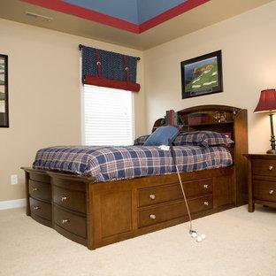 Mittelgroßes Klassisches Jugendzimmer mit Schlafplatz, beiger Wandfarbe und Teppichboden in Sonstige