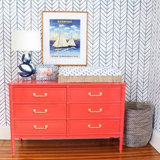 Пример оригинального дизайна: детская в морском стиле с спальным местом и синими стенами