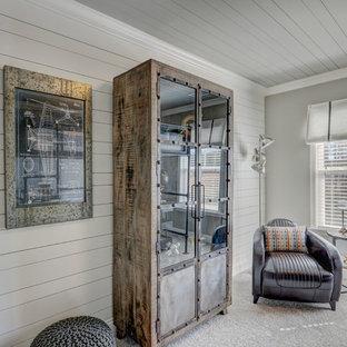 Mittelgroßes Industrial Jugendzimmer mit Schlafplatz, grauer Wandfarbe und Teppichboden in Charleston