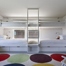 Beach Style Kids by Robert Young Architects