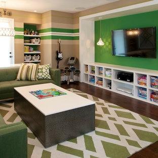Foto di una cameretta per bambini design con parquet scuro e pareti multicolore