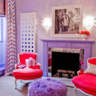 Свежая идея для дизайна: детская в стиле фьюжн с фиолетовыми стенами для ребенка от 4 до 10 лет, девочки - отличное фото интерьера