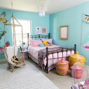 Foto de dormitorio infantil contemporáneo con paredes azules, suelo de cemento y suelo gris