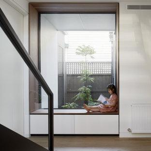 Cette image montre une chambre d'enfant minimaliste.