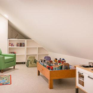 Ispirazione per una cameretta per bambini costiera di medie dimensioni con pareti bianche, pavimento in laminato e pavimento grigio