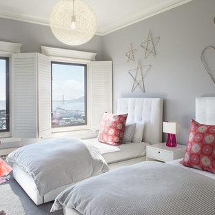 Imagen de dormitorio infantil de 4 a 10 años, minimalista, grande, con paredes grises y moqueta