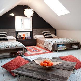 Idee per una cameretta per bambini rustica con pavimento in legno verniciato e pareti multicolore