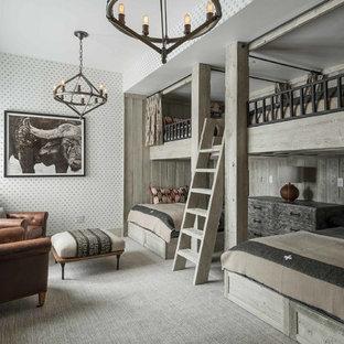 Стильный дизайн: нейтральная детская в стиле рустика с спальным местом, разноцветными стенами и ковровым покрытием - последний тренд