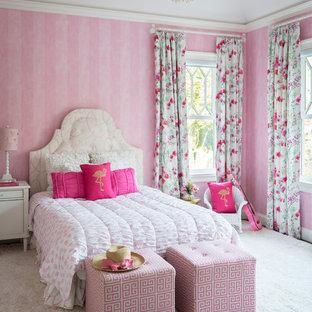 Diseño de dormitorio infantil de 4 a 10 años, clásico, grande, con paredes rosas, moqueta y suelo blanco