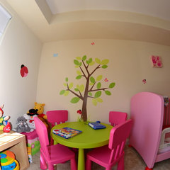modern kids Sara's work area :)