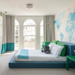 Idee per una grande cameretta per bambini da 4 a 10 anni contemporanea con pareti blu, moquette e pavimento beige