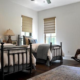 Modelo de dormitorio infantil de 4 a 10 años, clásico, con paredes grises y suelo de madera oscura